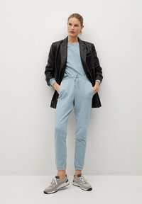 Mango - RELAX-A - Pantalon de survêtement - bleu ciel - 1
