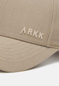 ARKK Copenhagen - ARKK CLASSIC BASEBALL UNISEX - Cap - light desert - 3