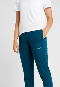 Nike Performance - SHIELD PROTECT PANT - Pantalones deportivos - midnight turq/silver - 6