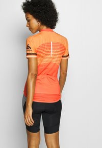 ODLO - STAND UP COLLAR FULL ZIP ZEROWEIGHT - T-shirts print - hot coral/papaya - 2