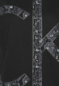 Calvin Klein - PRINT REGULAR FIT - Print T-shirt - black - 2