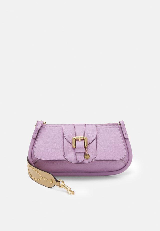 LESLY LESLY BAGUETTE - Handbag - lavender mist