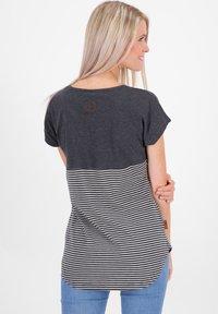 alife & kickin - CLAIREAK - Print T-shirt - marine - 2