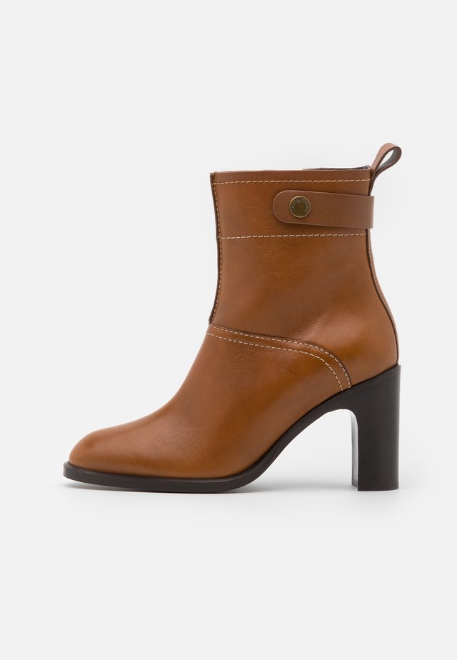 High heeled ankle boots - cammello