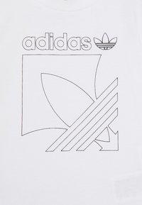 adidas Originals - BADGE - Tepláková souprava - white/black - 4