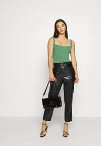BDG Urban Outfitters - CROPPED TANK - Toppe - juniper green - 1