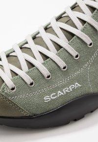 Scarpa - MOJITO  - Obuwie hikingowe - military - 5