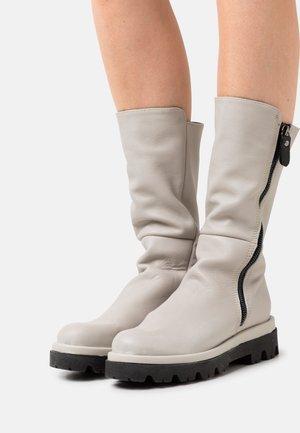 SAMUEL - Platform boots - weiß