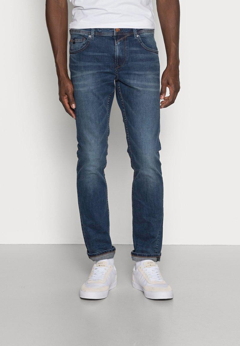 TOM TAILOR DENIM - SLIM AEDAN - Jeans slim fit - mid stone wash denim