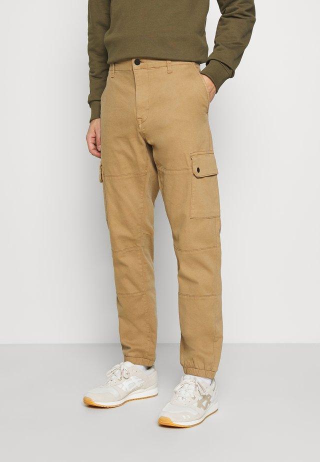 SOLYTE - Pantalon cargo - tan
