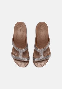 Crocs - MONTEREY - Badesandaler - bronze - 4