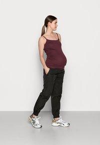 Pieces Maternity - PCMGOIA TRACK PANT - Joggebukse - black - 1