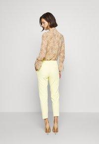 Rich & Royal - PANTS WITH TURNUP - Broek - light lemon - 3