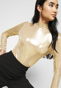 Monki - VANJA - Long sleeved top - yellow/gold - 3
