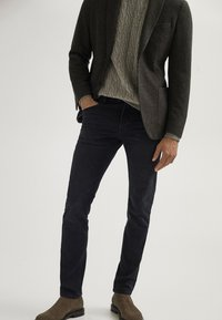 Massimo Dutti - MIT WEBKANTE - Slim fit jeans - black - 0