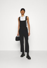 Monki - NESSA DUNGAREE - Salopette - black dark svart - 1