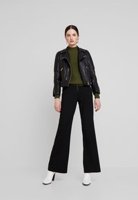 YAS - YASVICCY WIDE PANT - Trousers - black - 2