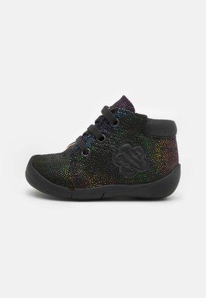 WAOUK - Sportieve veterschoenen - noir/multicolor