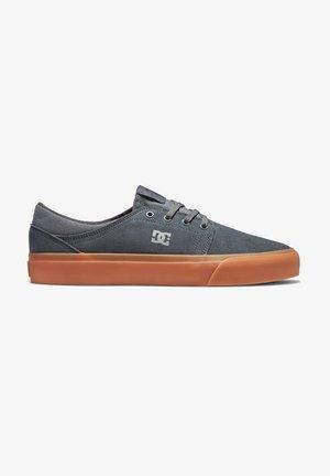 TRASE  - Sneakersy niskie - grey gum