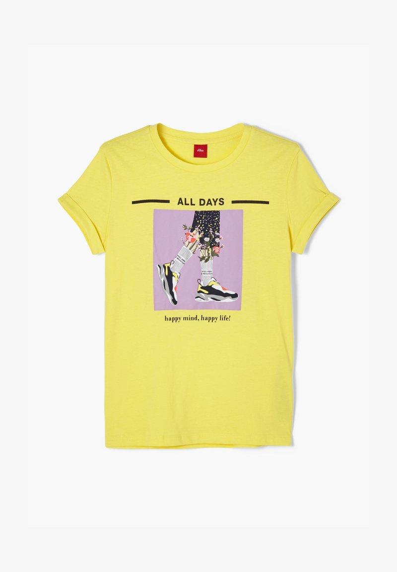 s.Oliver - MIT GRAFIK-PRINT - Print T-shirt - yellow