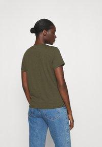 Madewell - WHISPER V NECK TEE - Basic T-shirt - foliage green - 2