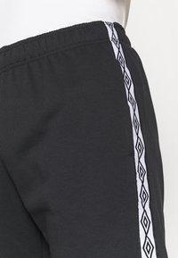 Umbro - TAPED SHORT LOOPBACK - Sports shorts - black - 3