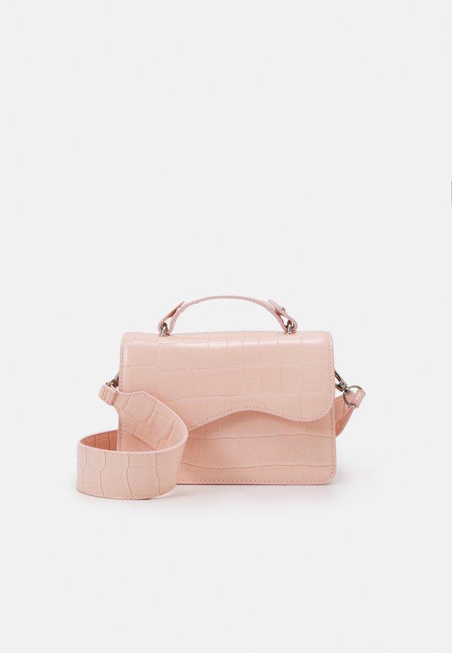 CRANE - Across body bag - soft pink