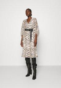 Second Female - DRESS - Denní šaty - humus - 1