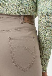 BRAX - STYLE CORRY - Straight leg jeans - light taupe - 4