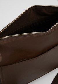 Pier One - LEATHER - Across body bag - dark brown - 4