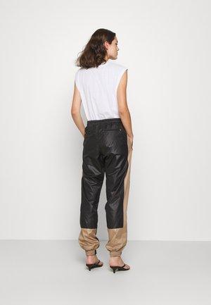 ALWAYS TRACK PANTS - Teplákové kalhoty - black