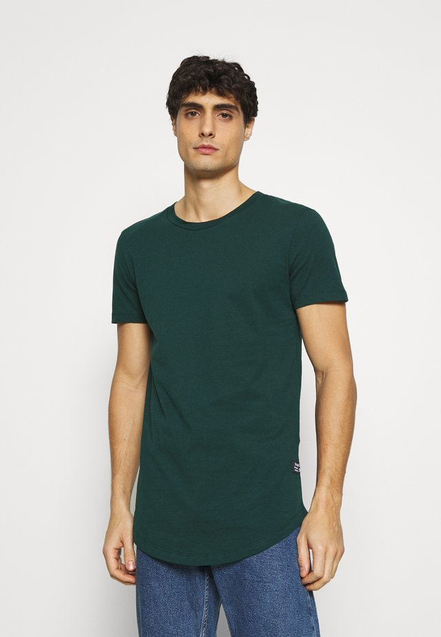 BADGE - Basic T-shirt - deep green lake