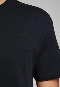 Jack & Jones - JJELIAM TEE SS CREW NECK NOOS - Basic T-shirt - black - 4