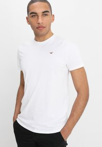 Hollister Co. - CREW CHAIN 3 PACK - Jednoduché triko - white - 1