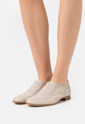 Zapatos de vestir - mambo old corda