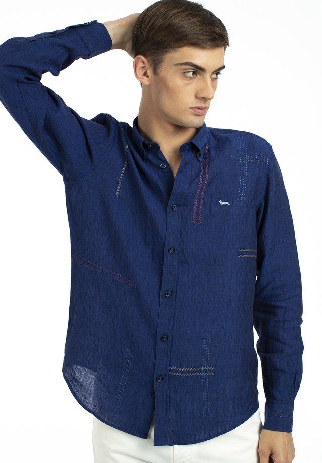 CON IMPUNTURE - Overhemd - blu fluo