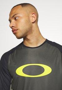 Oakley - TECH TEE - Bluzka z długim rękawem - dark green - 3
