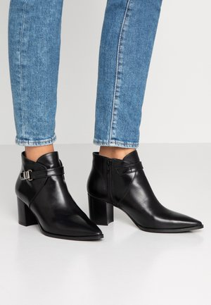 BENETBO - Ankle boots - poncho black
