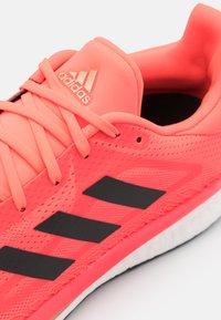 adidas Performance - SOLAR GLIDE BOOST SHOES - Neutrala löparskor - signal pink/core black/copper metallic - 5