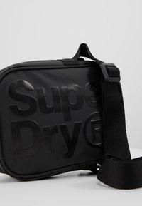 Superdry - Skuldertasker - black - 7