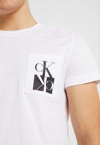 Calvin Klein Jeans - MIRRORED MONOGRAM SLIM TEE - T-shirt con stampa - bright white/black - 5