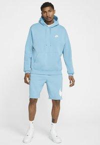 Nike Sportswear - CLUB HOODIE - Hættetrøjer - cerulean/cerulean/white - 1