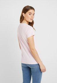 Levi's® - PERFECT TEE - T-shirt z nadrukiem - pink lady - 2