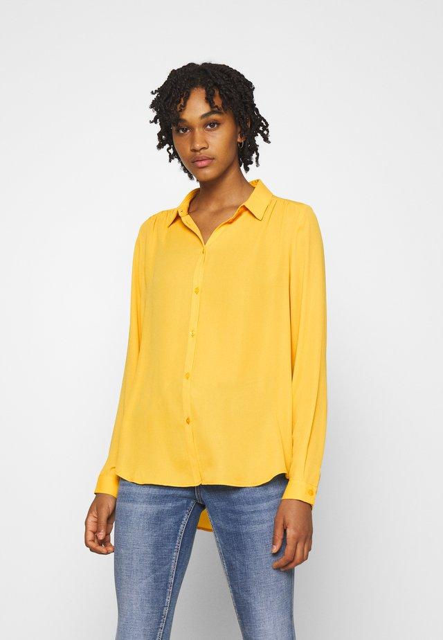 VILUCY BUTTON - Camisa - spicy mustard