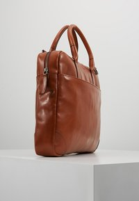 Royal RepubliQ - EXPLORER LAPTOP BAG SINGLE - Portfölj - cognac - 3