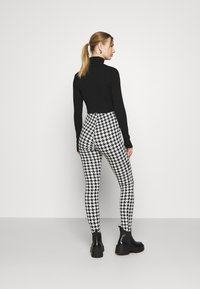 Monki - SARAH - Leggingsit - white/black - 2