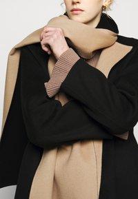 Theory - SCARF COAT LUXE NEW - Classic coat - black/palomino - 5