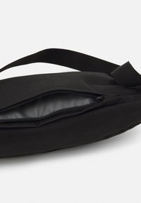 Levi's® - SMALL BANANA SLING - Bum bag - regular black - 3