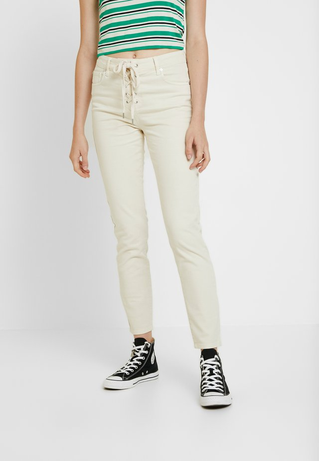 FIONA - Slim fit jeans - ecru