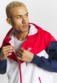 Nike Sportswear - Chaqueta fina - white/university red/midnight navy - 3